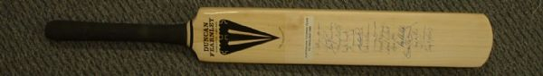 1985 - AUSTRALIAN TOURING TEAM TO ENGLAND - Autographed Bat